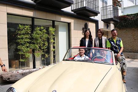 为11/7活动作广宣,贵宾体验坐上古董名车的滋味。