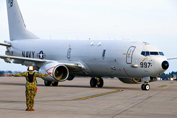 10月21日,一架P-8A波塞冬海軍巡邏機在日本三澤機場運作。(Mass Communication Specialist Seaman Benjamin Ringers/美國海軍)