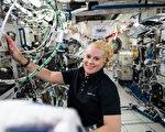 身在几百公里天外 美国女太空人完成投票