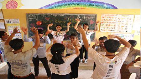 中原大學緬甸海外志工隊至緬甸華校辦理攜手英文育樂營。