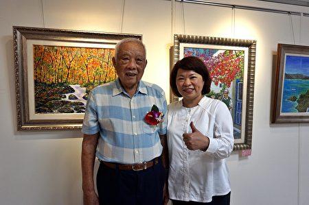 市長黃敏惠與90歲代表林君山先生(左)在展場留影。
