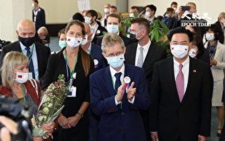 不理北京恐吓 捷克社会继续维护自由人权