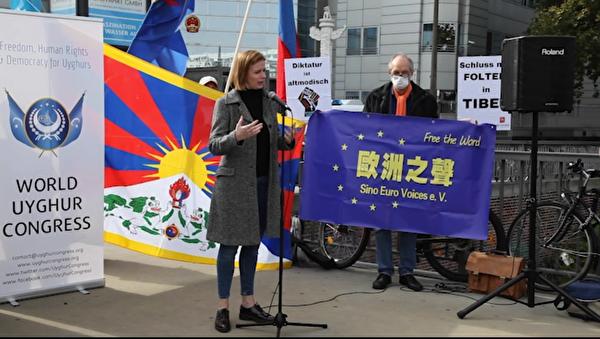 德國國會議員、人權委員會主席顏森(Gyde Jensen)發言說,「我們要求針對藐視人權的中共官員進行制裁。」(新唐人影片截圖)