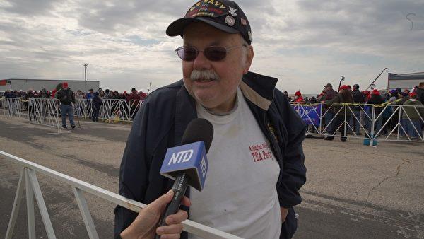 阿特‧艾林森(Art Ellingsen)是一名特朗普總統的超級粉絲,這一次他驅車85英里來見特朗普總統。(李惠臻/大紀元)