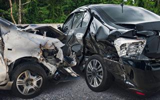 帮助困于高速的司机 美国21岁男遇车祸离世