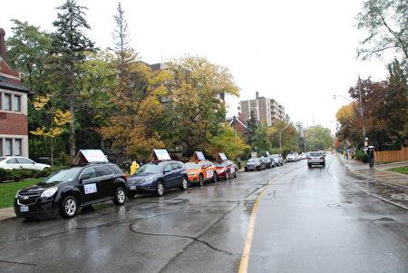 10月15日下午,加拿大退黨服務中心在多倫多中領館前舉行汽車遊行活動。(伊鈴/大紀元)