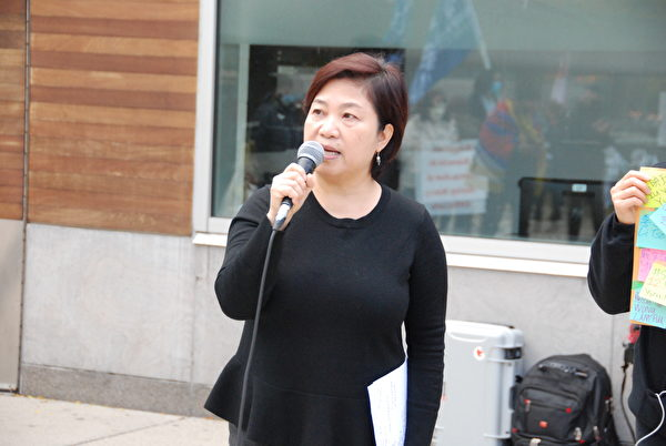 10月24日下午,活動發起人、港加聯主席馮玉蘭表示,12港青的遭遇,是中共在香港實施「港版國安法」後,港人人權遭漠視的反映。(伊鈴/大紀元)