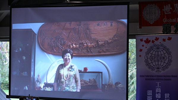 圖:世華女企管溫哥華分會於10月29日舉辦交接儀式,迎接新任會長周素蓮與其監理事上任。圖為施郭鳳珠總顧問致辭。(邱晨/大紀元)