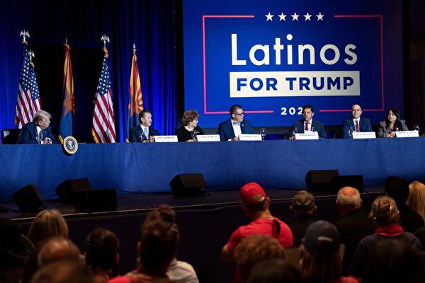 2020年9月25日,特朗普總統等人出席在佛羅里達州舉行的「拉丁裔支持特朗普」圓桌會議。(Photo by BRENDAN SMIALOWSKI/AFP via Getty Images)