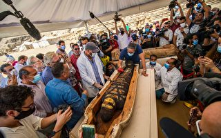 總理視察 埃及出土80多具2500年前石棺