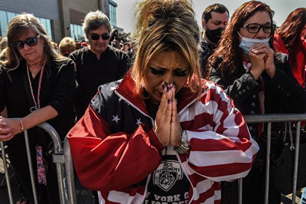 美國多地民眾為川普祈禱:上帝掌控著一切