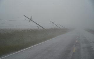 德尔塔飓风袭美带来强风暴雨 近75万户断电