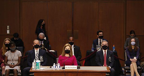 2020年10月12日上午9:00,美國最高法院大法官提名人巴雷特(Amy Coney Barrett)提名聽證會舉行。(SHAWN THEW/POOL/AFP via Getty Images)