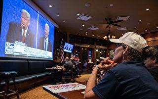 组图:美国大选终场辩论 民众观看转播