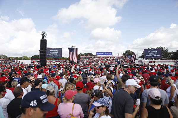 TAMPA, FL - OCTOBER 29: Supporters of President Donald Trump some who are not wearing face coverings arrive to hear his campaign speech four days before Election Day on October 29, 2020 in Tampa, Florida. With less than a week until Election Day, Trump and his opponent, Democratic presidential nominee Joe Biden, are campaigning across the country. (Photo by