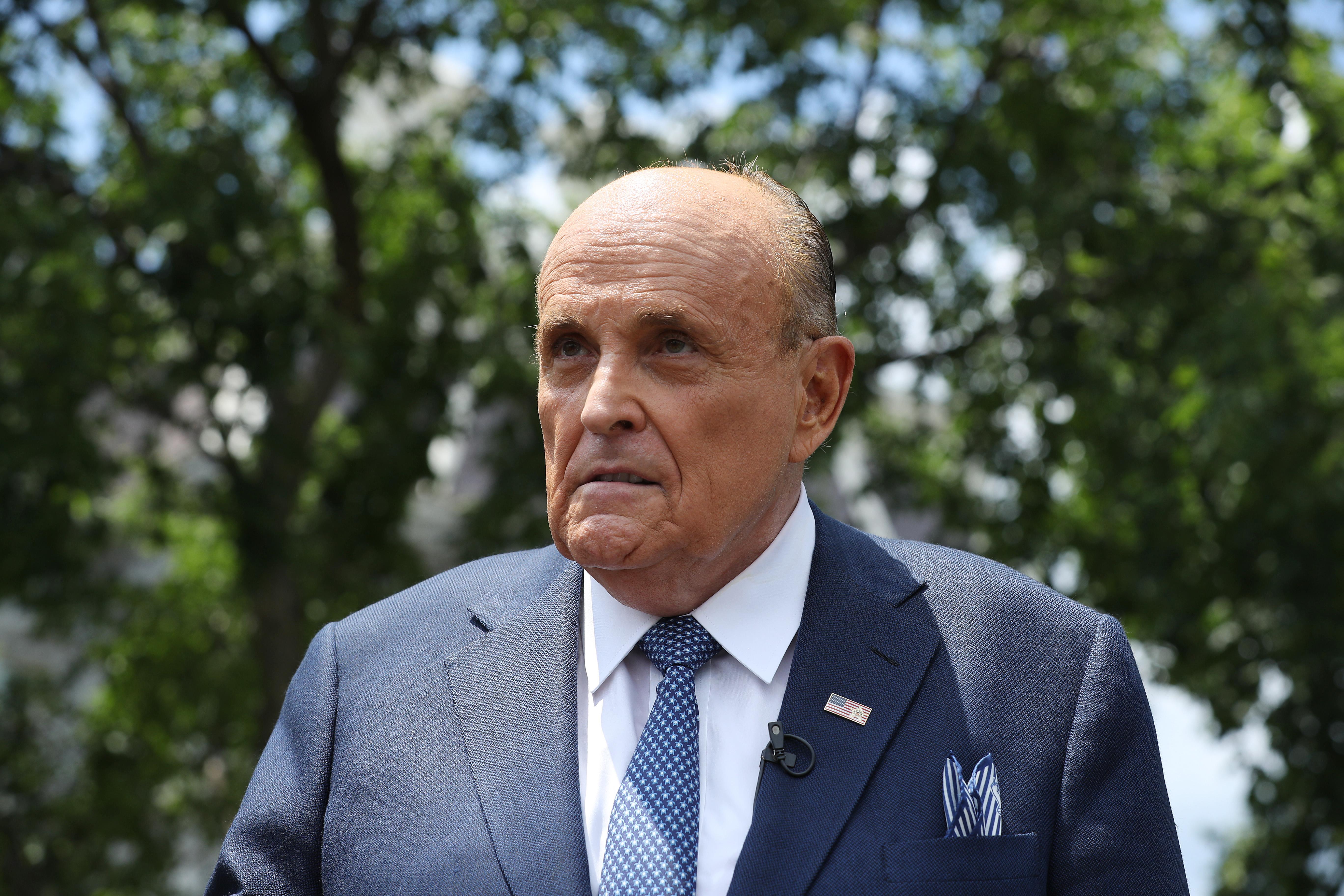 特朗普總統的私人律師魯迪・朱利安尼(Rudy Giuliani)10月7日表示,中共刻意保持邊界開放,讓病毒危害世界,這種刻意瀆職的行徑,形同「戰爭行為」。(Chip Somodevilla/Getty Images)