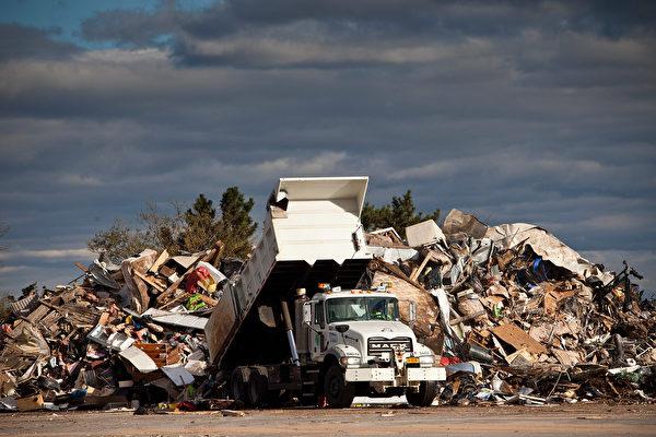 废物回收率剧减 官员警告:我们会被垃圾掩埋