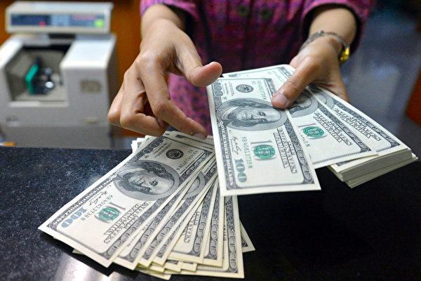 美国经济在疫情重创后强劲反弹 创纪录增长