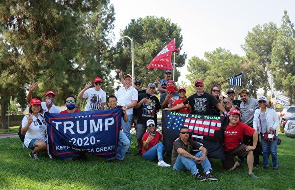 部份菲律賓裔美國人在洛杉磯核桃市參加集會和汽車拉力賽後合照。(李梅/大紀元)