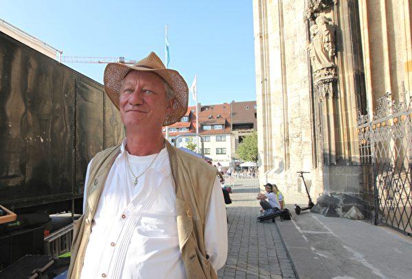 卡爾.希爾茨(Karl Hilz)退休前是慕尼黑第一總警督。(黃芩/大紀元)