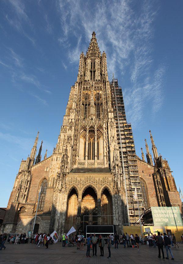 世界最高教堂——烏爾姆(Ulm)大教堂(Ulmer Munster,塔頂高161.53米)。(黃芩/大紀元)