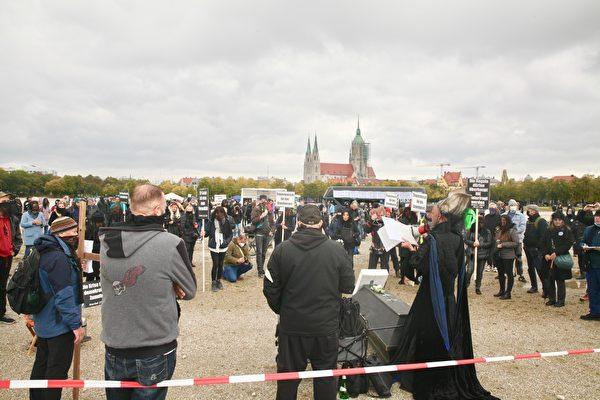 慕尼黑「送葬」遊行 抗議德政府損害基本法