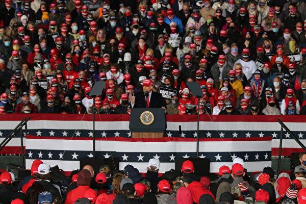 10月17日晚,特朗普總統來到美國威斯康辛州的簡斯威爾(Janesville),發表了關於法律與秩序的演講(law and order)。(張玄宇/大紀元)