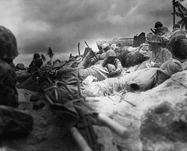 美军在抢滩登陆时遭遇重大伤亡。(公有领域)