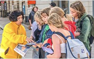 國會大廈前 瑞典人冒雨駐足聽法輪功真相