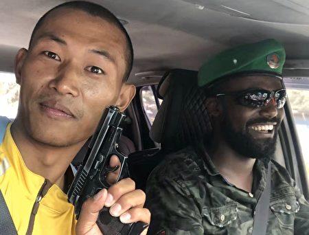 搭乘一個埃塞俄比亞軍人的軍車。(受訪者提供)