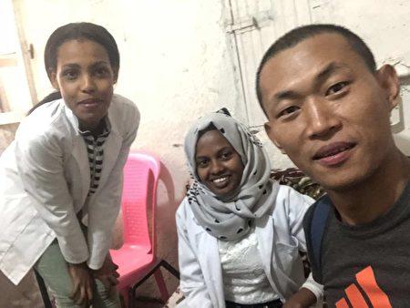 在埃塞俄比亞一家診所吃藥、住宿。(受訪者提供)