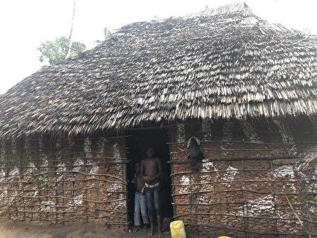 非洲人的草棚。(受訪者提供)