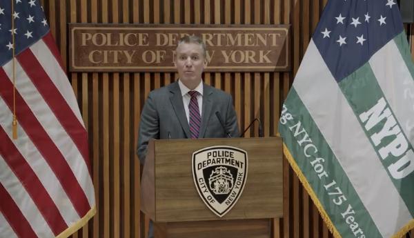 """召开公开会议 纽约警察局宣布""""重新构想""""警务"""