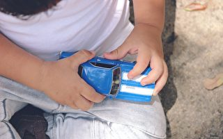 美5歲男童護母 扔玩具車嚇阻4名持槍歹徒