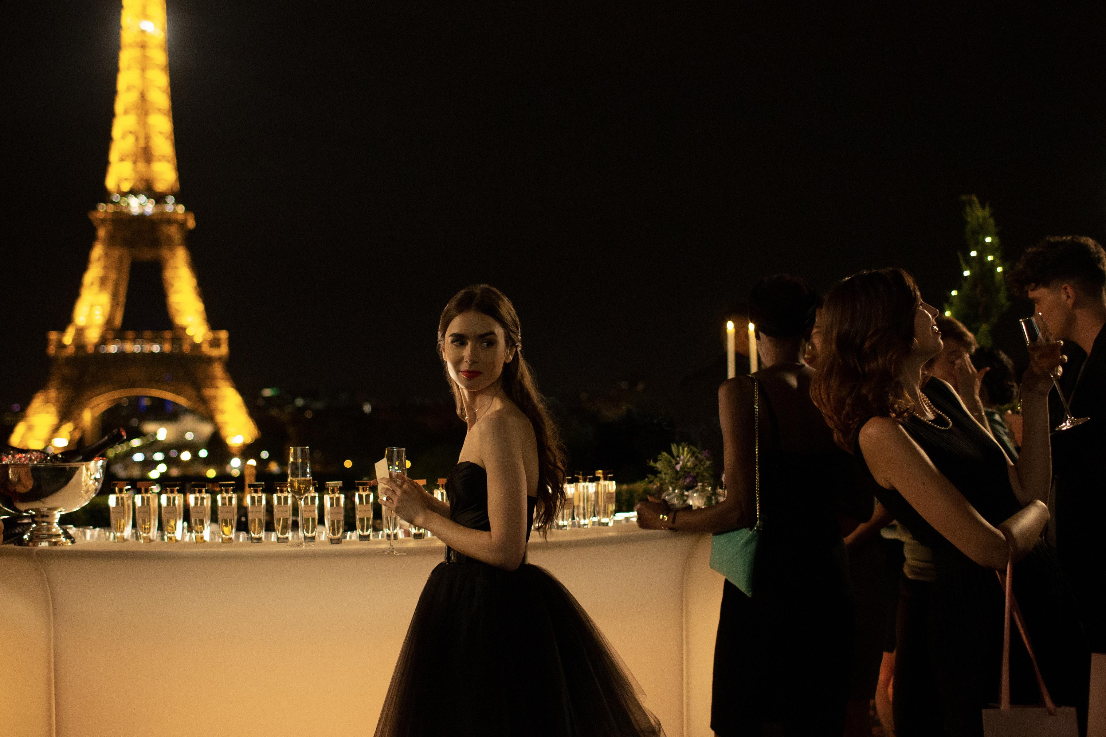 《艾蜜莉在巴黎》評價超火熱