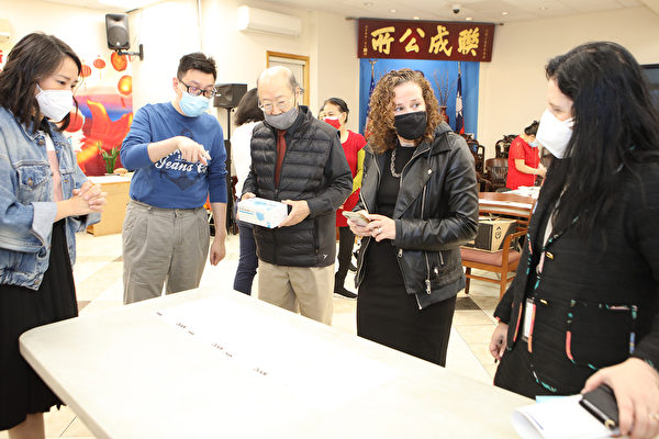 紐約市OATH局長偕州眾議員訪問華埠商家
