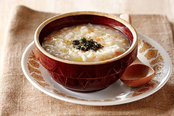 """【省时早餐】简易美味好消化"""" 鲜蔬粥"""""""