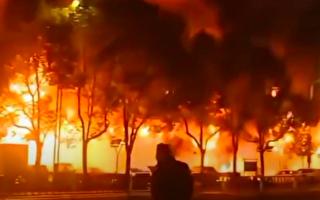 江苏常州商业街20多间店铺起火 2死5伤