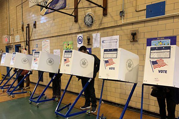 纽约立法者号召选民到投票点投票