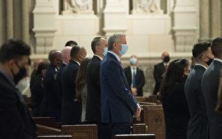新闻简讯 纽约市警举行仪式 纪念46名染疫病逝成员
