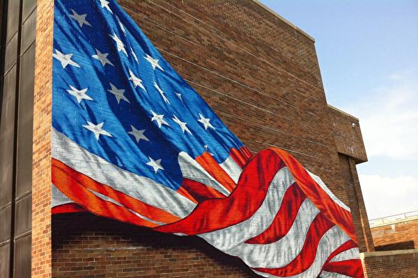 【疫情中的纽约人】只画美国国旗的艺术家