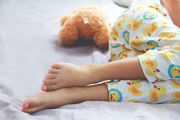 尿床、遗尿是不是病、是什么原因所致?(Shutterstock)