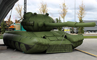 容易移动和部署 俄军用充气坦克欺敌