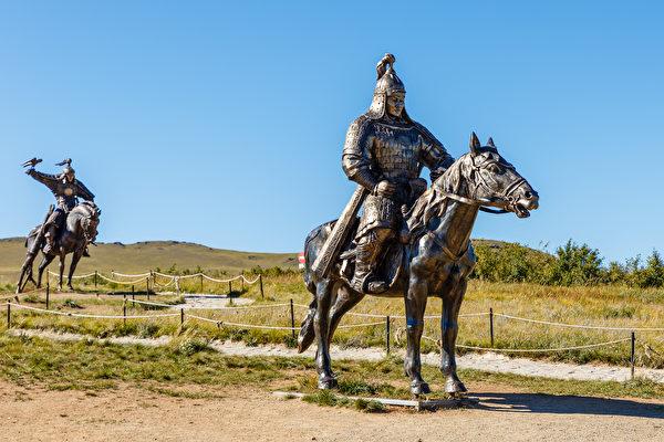蒙古士兵雕像