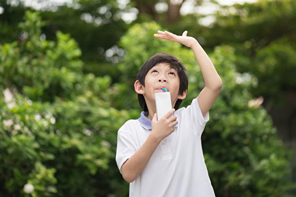 孩子性早熟有哪些原因,会影响身高吗?(Shutterstock)