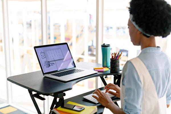 久坐无益 增高台让你站着办公更健康
