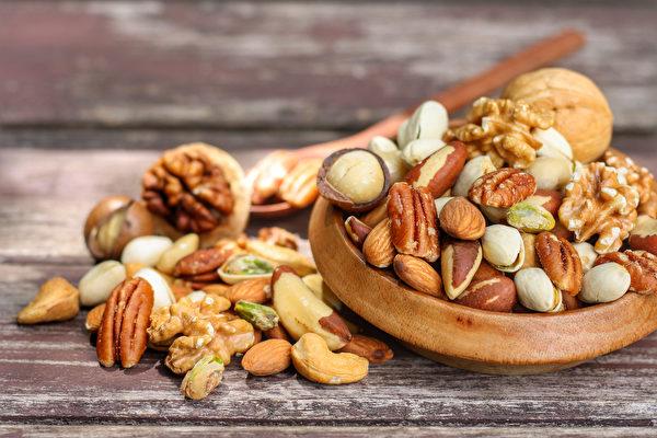 每天适量吃坚果,有助减少癌症发生率。(Shutterstock)