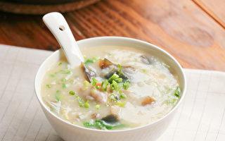 吃東西的時候,養成細嚼慢嚥的習慣,有益於養脾胃。(Shutterstock)
