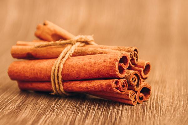 肉桂純露能夠調節自律神經、平衡消化系統,提神效果比咖啡還要好。(Shutterstock)
