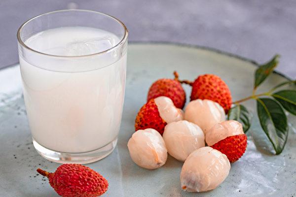 荔枝漿具有益氣養陰、通神健腦、養顏護膚的功效,適合用於治療貧血、心悸等症狀。(Shutterstock)